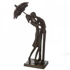 Skulptura - Kissing Pair Under Umbrella